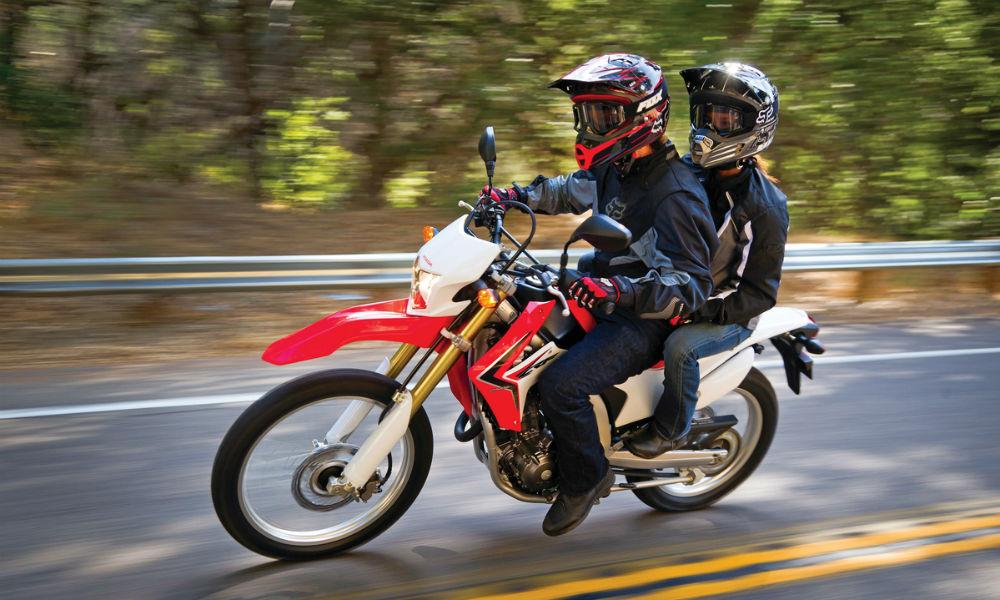 medidas de seguridad al andar en moto