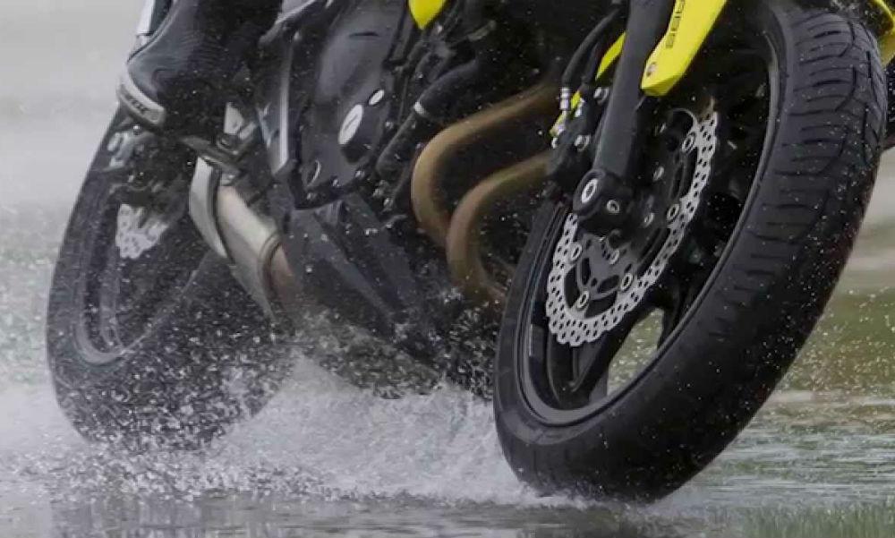 Tips para manejar moto con lluvia