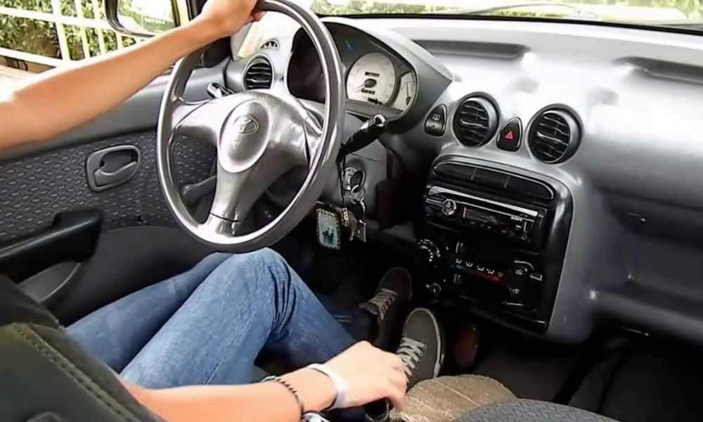 Errores que cometes al manejar un auto
