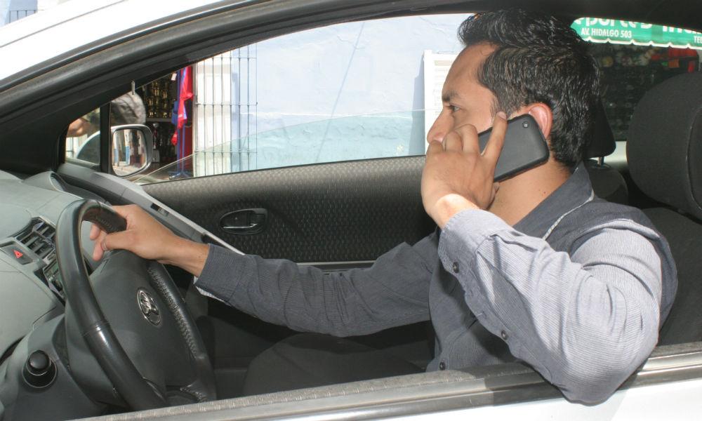 Riesgos de hablar por celular